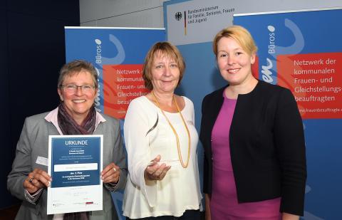2. Platz Gender Award 2018 Stadt Frankfurt am Main mit Bundesministerin Dr. Giffey