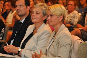 vorn rechts: Birgit Hesse - Ministerin für Arbeit, Gleichstellung und Soziales des Landes Mecklenburg Vorpommern, zweite von rechts: Dr. Birgit Gabler, MAGS, Leiterin Leitstelle für Frauen und Gleichstellung / Fotografin Petra Willert