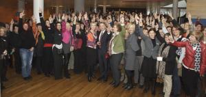 Bundesministerin Manuela Schwesig und Minister Günter Baaske mit Gleichstellungsbeauftragten und Bundessprecherinnen / © Barbara Thiemehieme