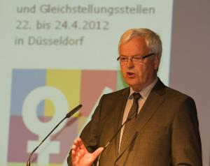 Parlamentarischer Staatssekretär Dr. Herman Kues (BMFSFJ)