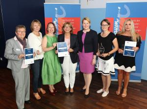 Preisträgerinnen 2. Gender Award - Kommune mit Zukunft 2018 mit Bundesministerin Dr. Giffey