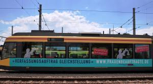 Verfassungsauftrag Gleichstellung-Straßenbahn1